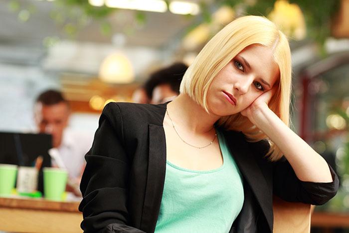 Reconheça os Hábitos que te Impedem de Ser uma Mulher Decidida e Poderosa